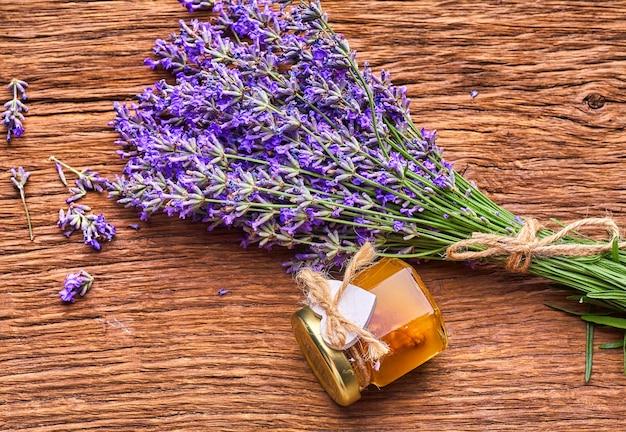 Olio essenziale di lavanda mazzo di fiori di lavanda