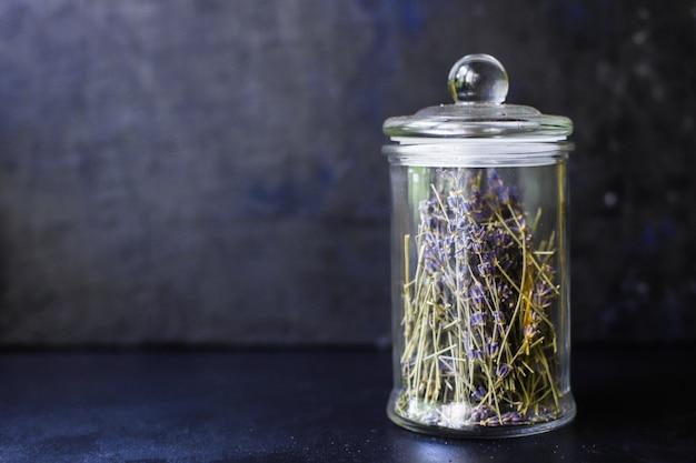 Fiori di lavanda e semi di fiori profumati