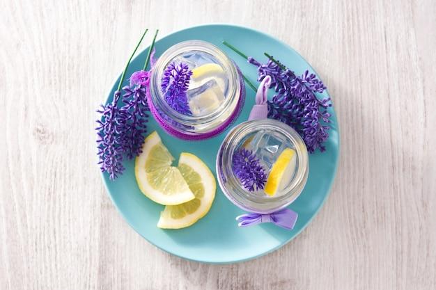 Limonata alla lavanda in barattolo