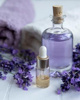 Lavender spa asciugamani agli oli essenziali e fiori di lavanda