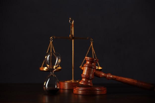 Concetto di diritto e giustizia.
