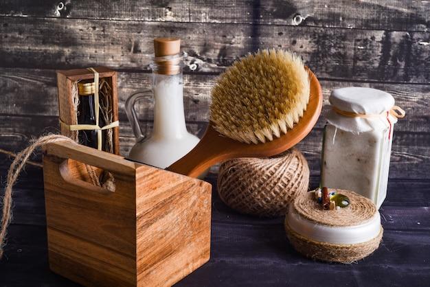 La composizione laica con prodotti per la cura del corpo