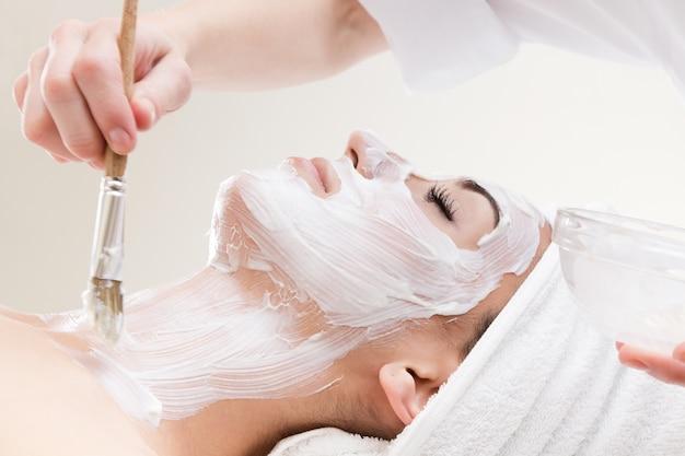La terapia che stabilisce un trattamento viso ritratto
