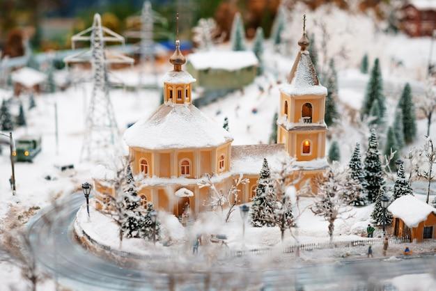 Layout città invernale nella chiesa della neve, soft focus