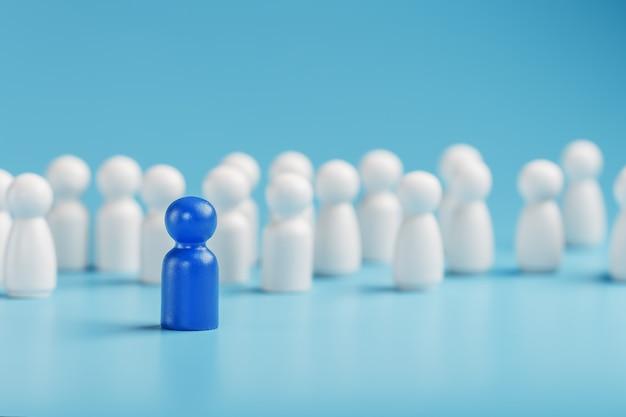 Il leader in blu conduce un gruppo di impiegati bianchi alla vittoria, alle risorse umane, all'assunzione del personale. il concetto di leadership.