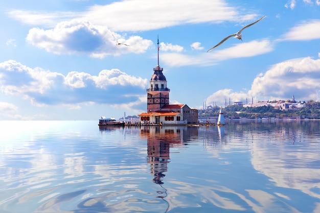 Torre di leandro nel mar di marmara, il bosforo. istanbul.