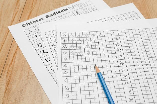 Impara a scrivere caratteri cinesi in classe