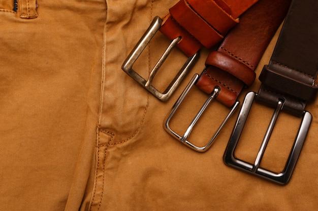 Cinture e pantaloni di pelle