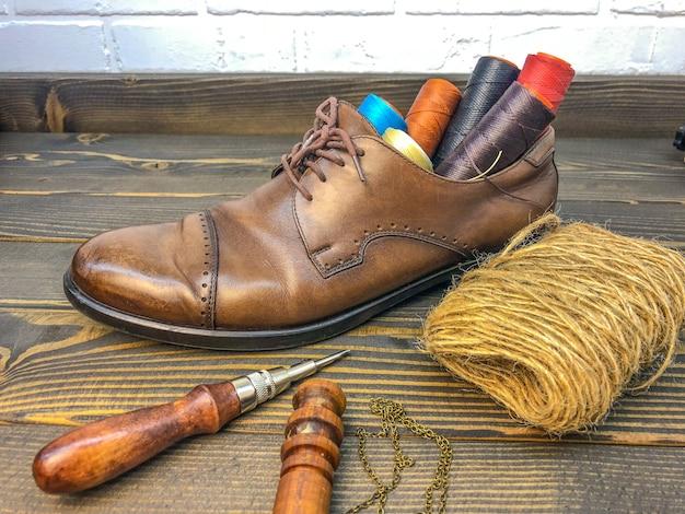 Articoli in pelle. officina per la produzione di abbigliamento e accessori.