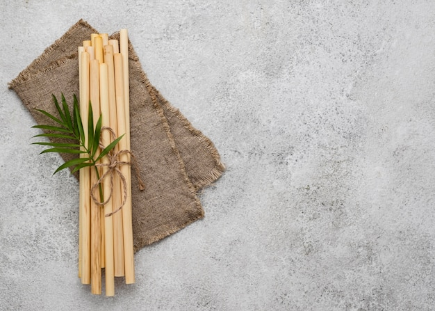 Foglie e cannucce in tubo di bambù ecologico