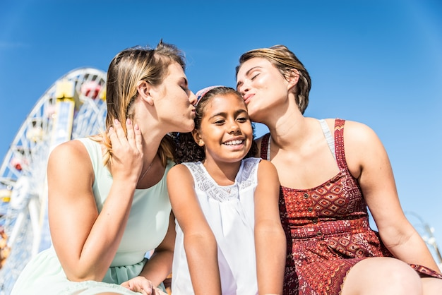 Lebiche madri con figlia adottiva