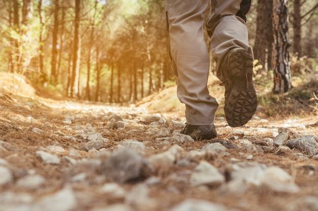 Vista della gamba dell'escursionista