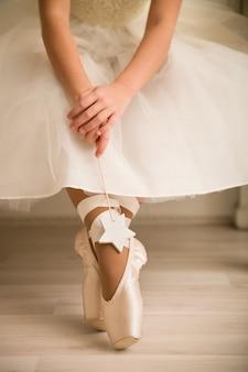 Gambe di giovane ballerina, danza classica