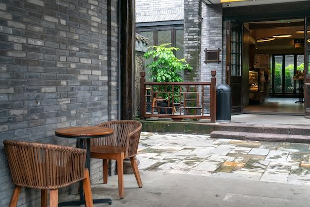Caffè per il tempo libero nelle strade della città antica
