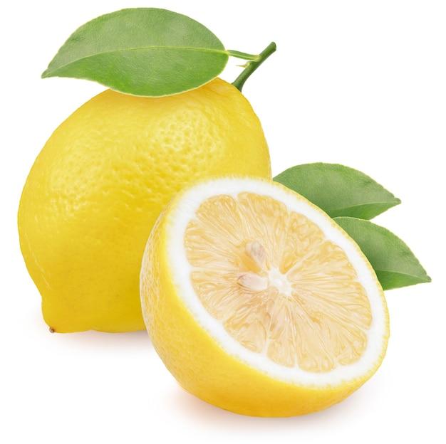 Limone con foglia isolato su bianco