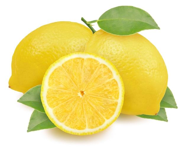 Limone con foglia su bianco