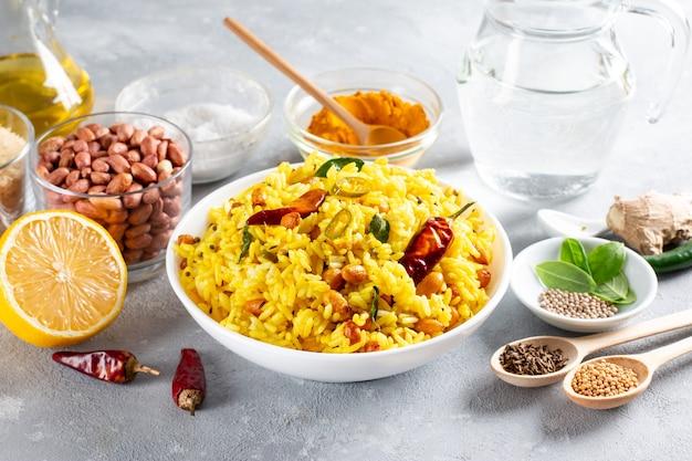 Riso al limone, un piatto di riso tradizionale, popolare e vegetariano dell'india meridionale