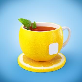 Tè al limone sulla tazza gialla con piattino al limone