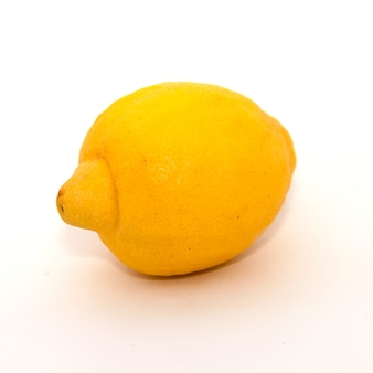 Limone su sfondo bianco