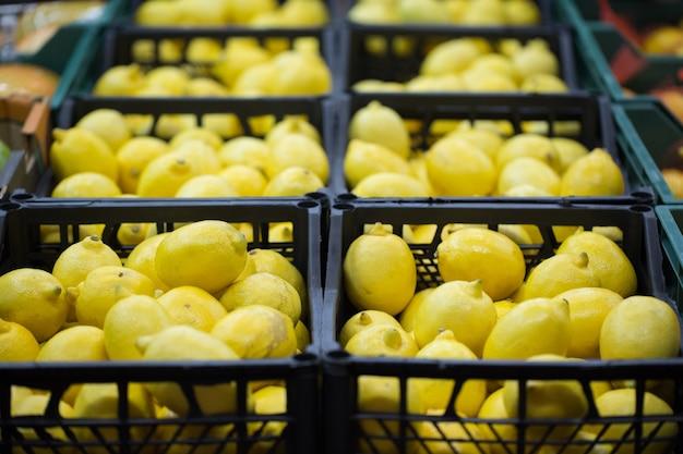 Limoni in casse al supermercato