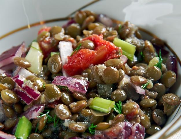 Lentejas veraniegas, insalata spagnola con lenticchie
