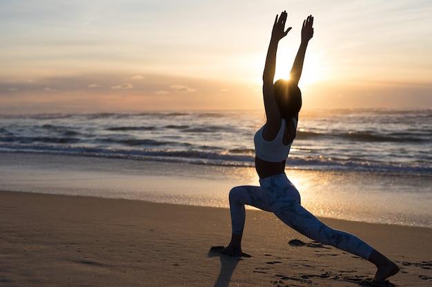 Facciamo un po 'di yoga!
