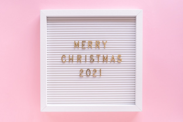 Lavagna da lettere con auguri di buon natale, citazione di saluto sulla lavagna su girly rosa pastello