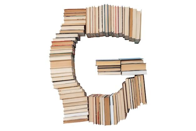 Lettera g fatta di libri isolati su bianco