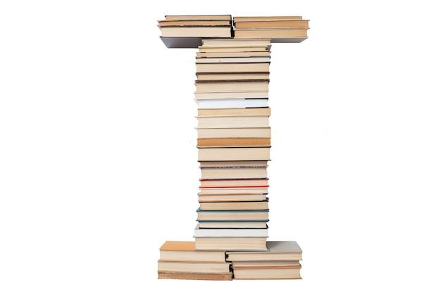Lettera che ho fatto di libri isolati su bianco