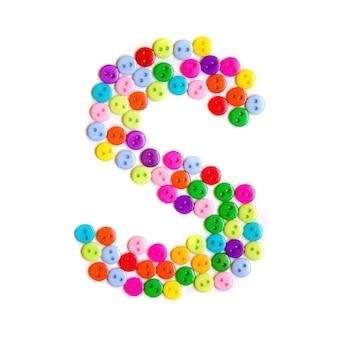 Lettera s dell'alfabeto inglese da un gruppo di piccoli pulsanti colorati su bianco