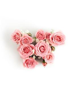 Lettera w di rose rosa isolate. modello di giornata internazionale della donna