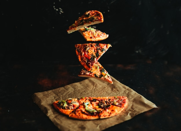 Pizza a levitazione Foto Premium
