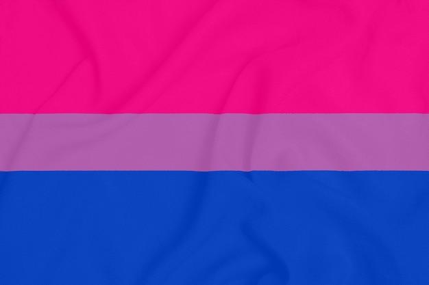 Bandiera della comunità orgoglio bisessuale lgbt su un tessuto strutturato. simbolo di orgoglio