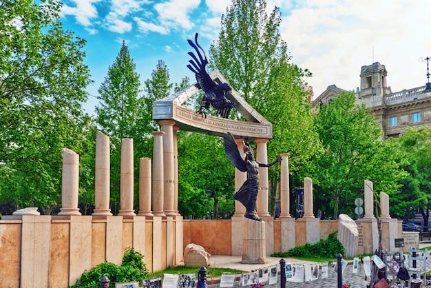 Piazza della libertà budapest-memorial a budapest, ungheria.