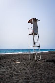 Sedia della torre del bagnino nell'isola di fogo, capo verde, africa