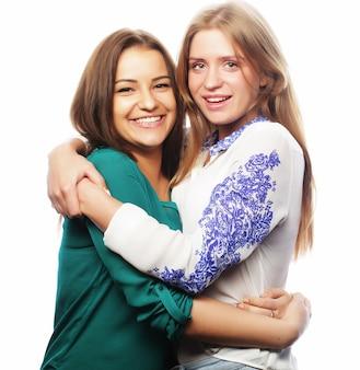 Concetto di stile di vita e persone: due amici di ragazze in piedi insieme e divertirsi.