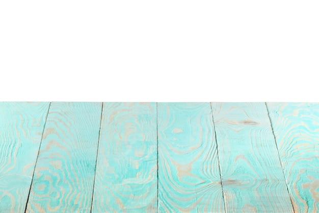 Sfondo naturale strutturato vecchio di legno azzurro su sfondo bianco, spazio di copia. il tavolo in legno può essere utilizzato per la tua creatività.