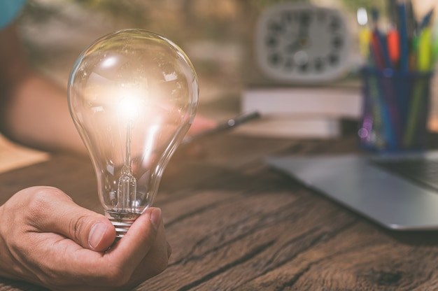 Simbolo della lampadina di nuove idee.