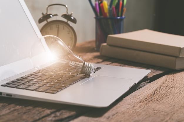 Simbolo della lampadina di nuove idee