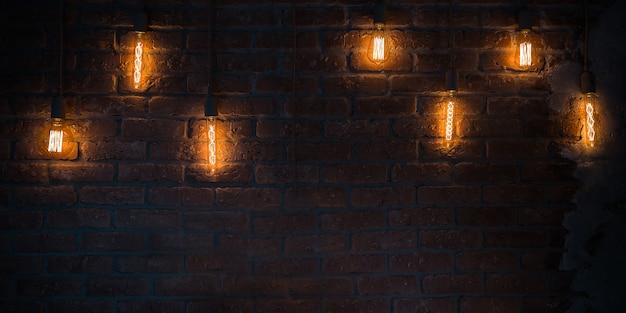 Lampade delle lampadine su fondo rosso scuro del mattone. struttura orizzontale del sottotetto. parete vintage all'interno della stanza fatta di vecchi mattoni arancioni. grungy largo, copia spazio