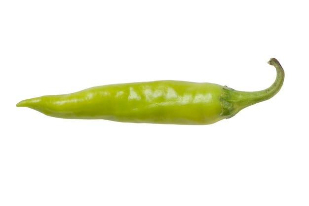 Peperoncini piccanti verde chiaro isolati su fondo bianco