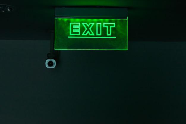 Segni chiari, installati nel corridoio dell'hotel