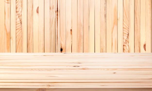 Tavolo in legno chiaro sullo sfondo