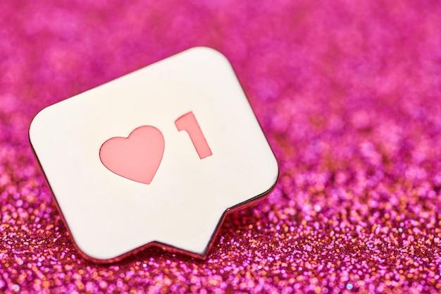 Come il simbolo del cuore. pulsante come segno, simbolo con cuore e una cifra. marketing di rete sui social media Foto Premium