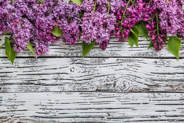 Fiori lilla in stile rustico