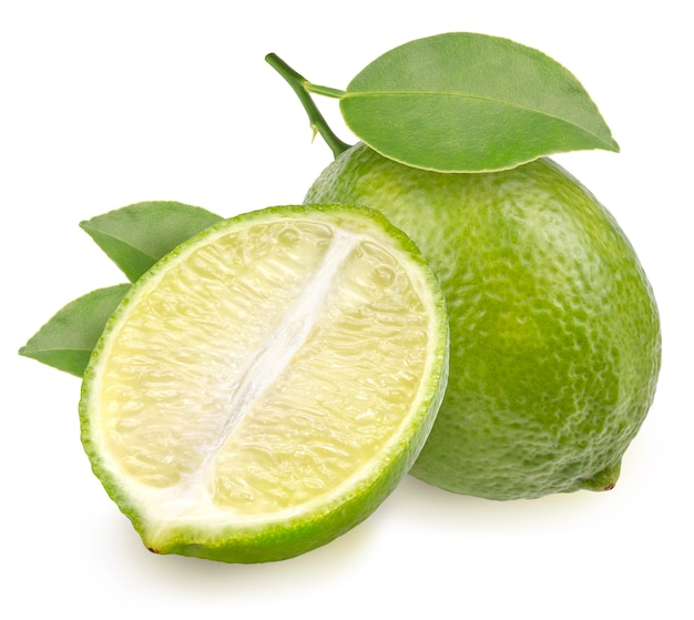 Lime fruit con foglia isolata on white