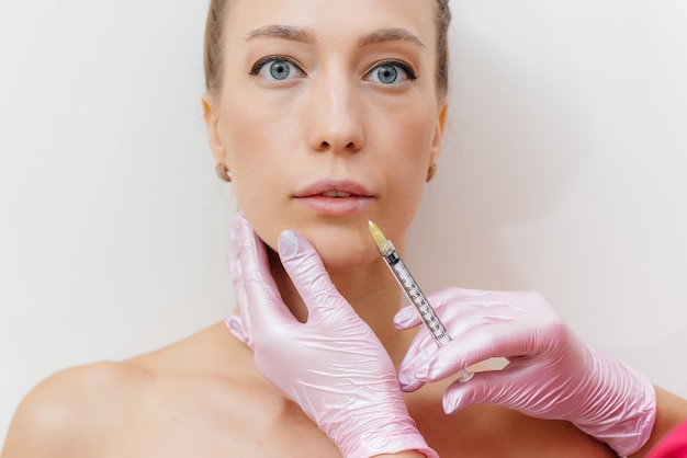 Procedura di aumento delle labbra al salone