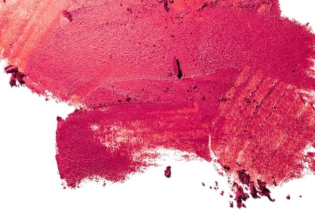 Rossetto rosso macchia campione isolato su sfondo bianco