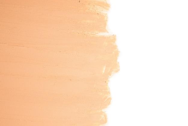 Texture fondotinta liquido. trucco per le donne. vista dall'alto. isolato su bianco. spazio per testo o design.