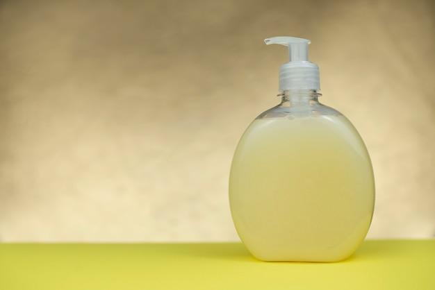 Distributore di sapone liquido per disinfezione e lavaggio delle mani
